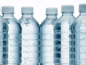 Bouteilles-d-eau-minerale